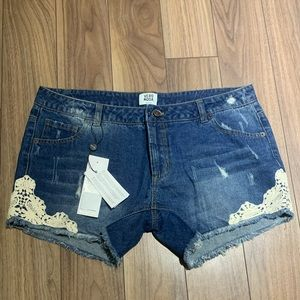 Vero Moda Jean shorts with lace